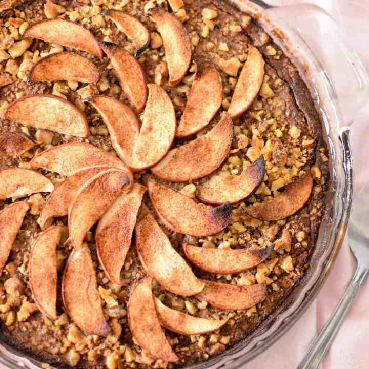 Spice up your breakfast routine with this simple. whole-food, nutrient dense Apple & Cinnamon Baked Oatmeal Pie!