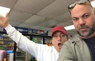 Paul Rosenberg posta nova foto do Eminem no 7-Eleven e gera especulações entre fãs
