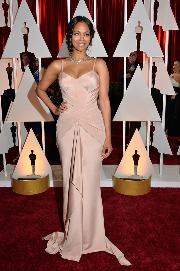 Oscars. Zoe Saldana looked sleek in Atelier Versace