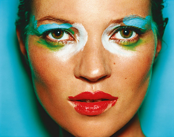 mario testino heat dubai Kate-Moss,-London,-National-Portrait-Gallery,-2002