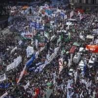 Masiva marcha contra la reforma laboral, previsional y tributaria