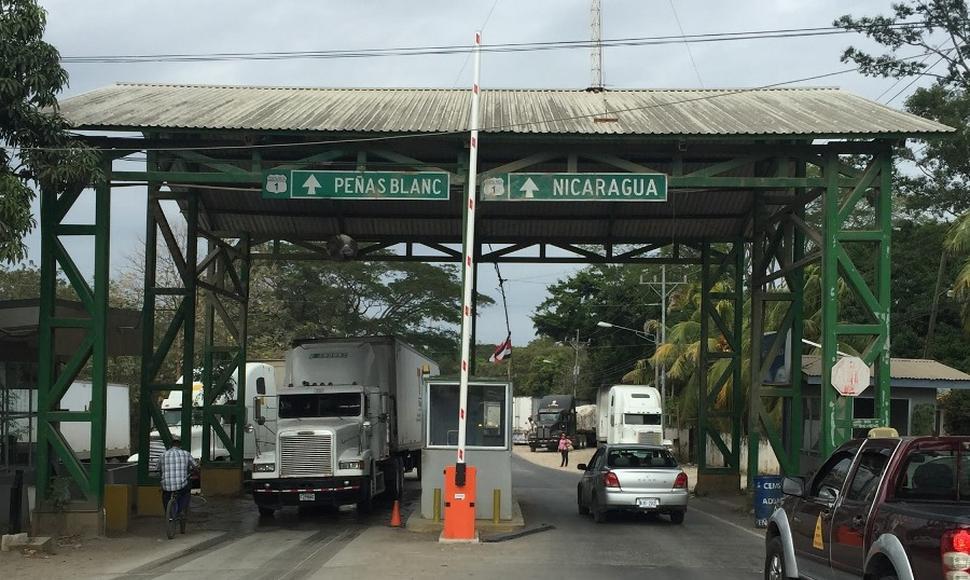 El vehículo en el que se movilizaban los dos oficiales migratorios fue hallado en la zona fronteriza de México de Upala.