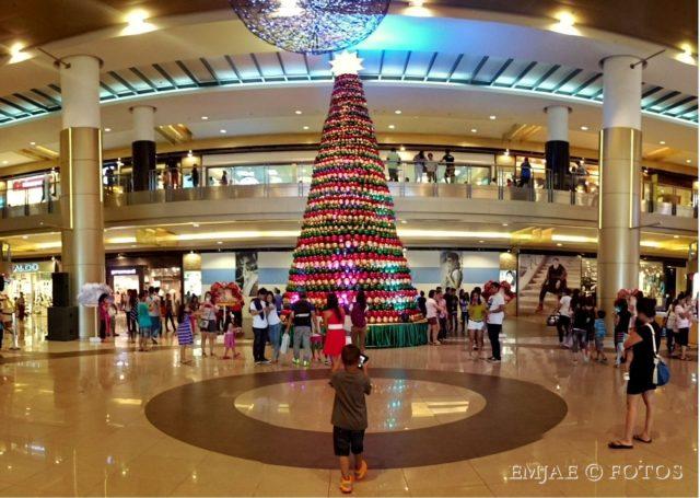 SM wide christmas tree cebu city.jpg