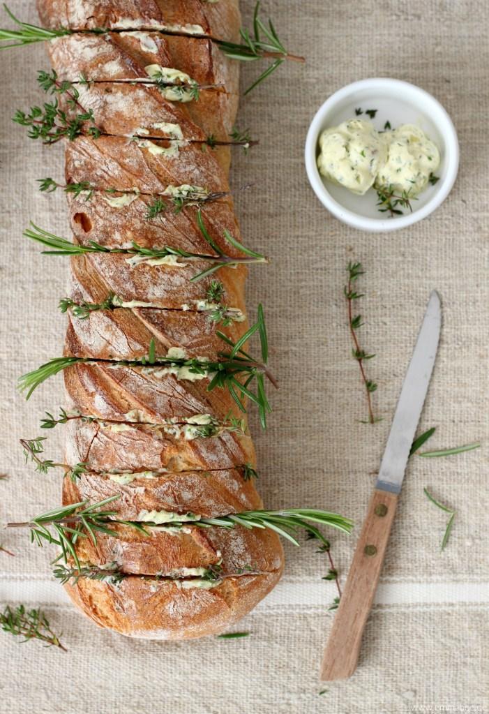 {Rezept} Schnelles Ofenbaguette mit Kräutern