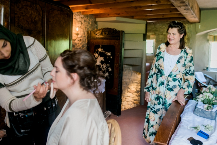 mother of bride watching make-up