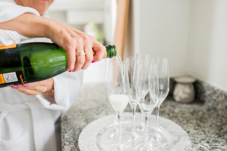 pouring fizz