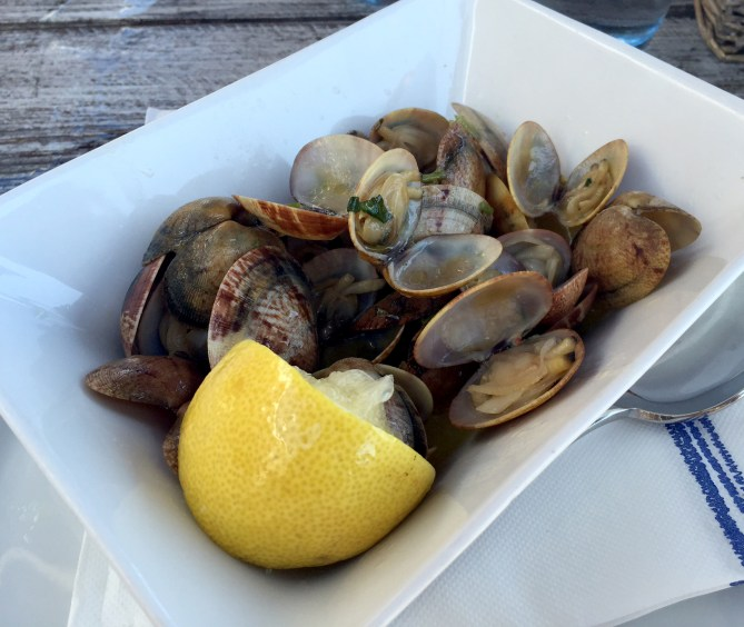 Marias Restaurant - Praia de Garrao - Algarve - Portugal - Clams Bulhao Patao Garlic White Wine Olive Oil Lemon Coriander