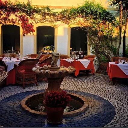 Pequeno Mundo Restaurant - Algarve - Courtyard