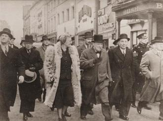 Churchill visits Swansea 1941