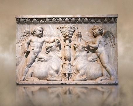 84708-3-302-Roman-Sculpture-Cupids-Bulls