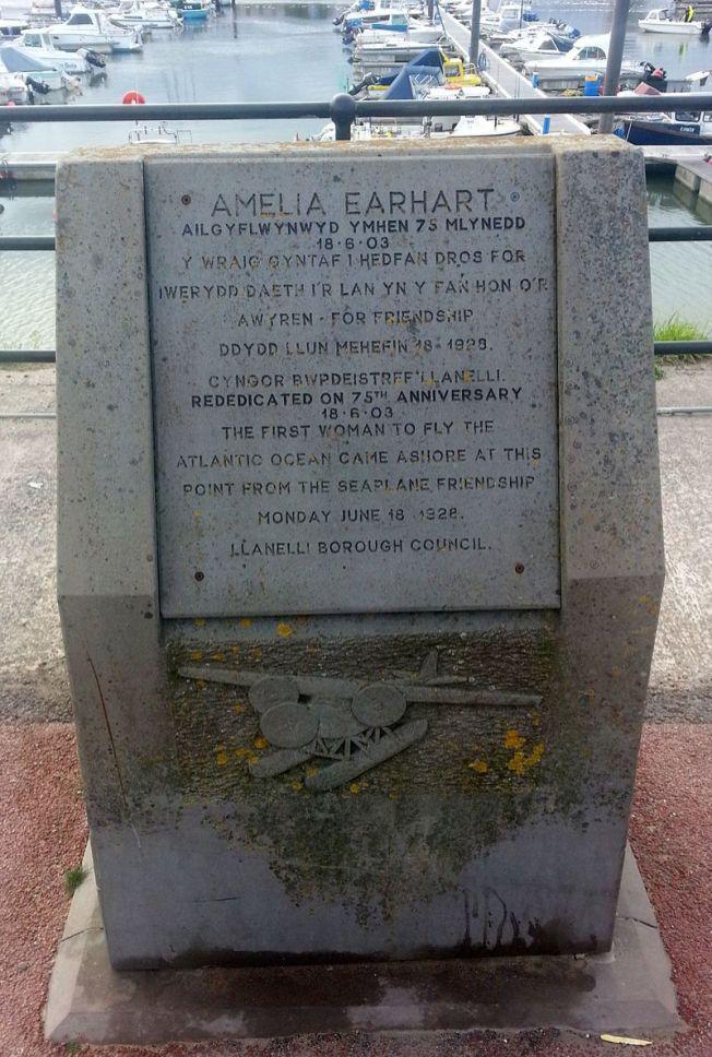 Amelia_Earhart_Commemoration_Stone_-_Burry_Port