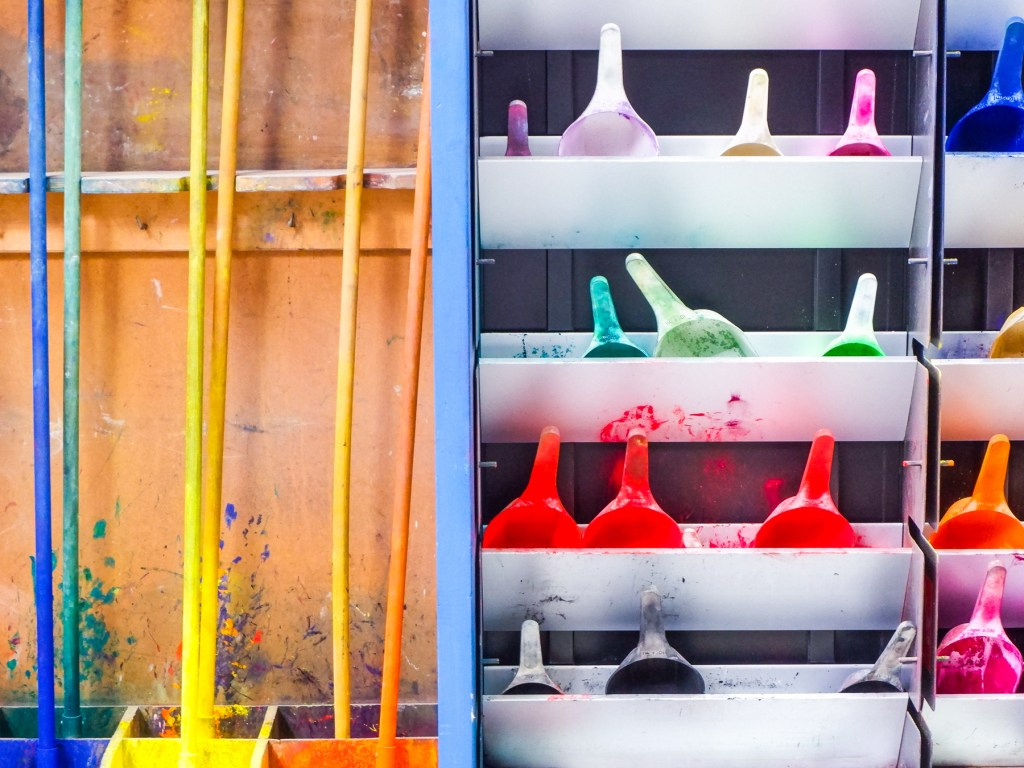 pigment manufacturing with scoops and spades at caran d'ache