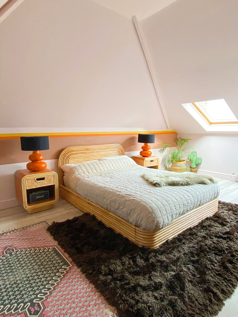 70s master bedroom with pink walls and orange lamps