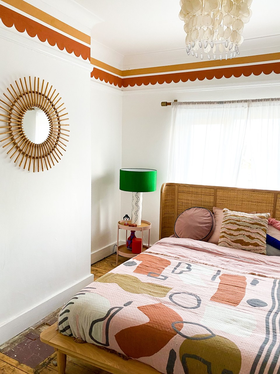 moroccan bedroom with pink and orange details