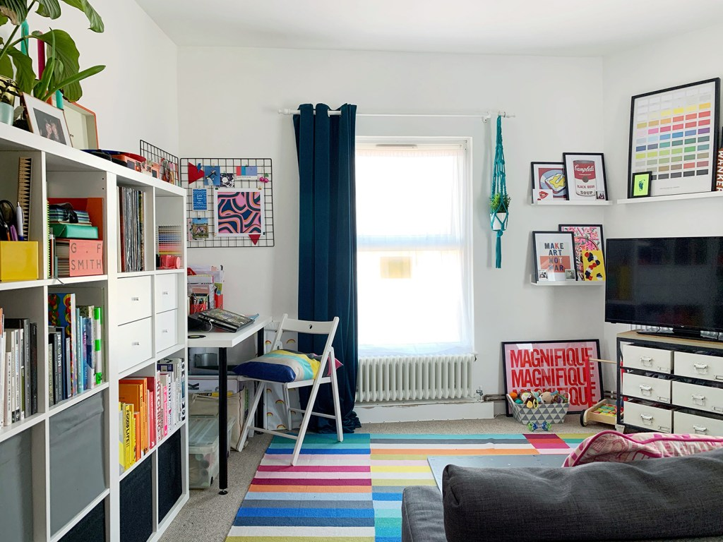 white living are with office space and storage shelving