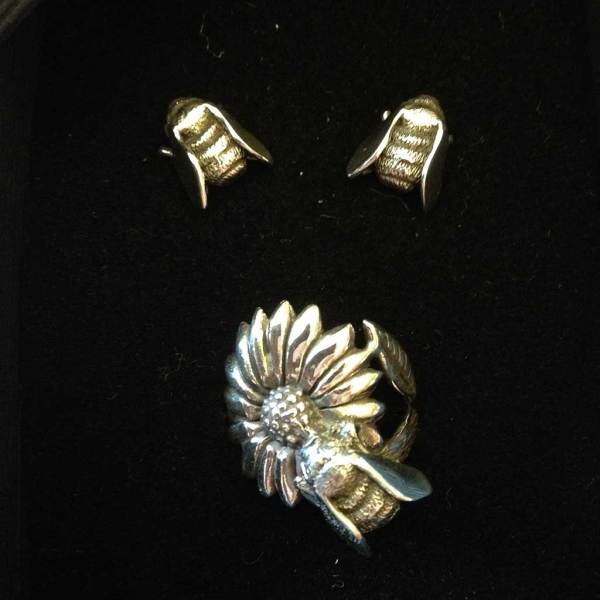 Bee Ring and Bee Earrings 7---Emma-Keating-Jewellery