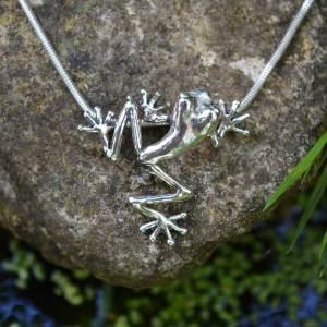 Frog-Pendant-Sm1-4---Emma-Keating-Jewellery