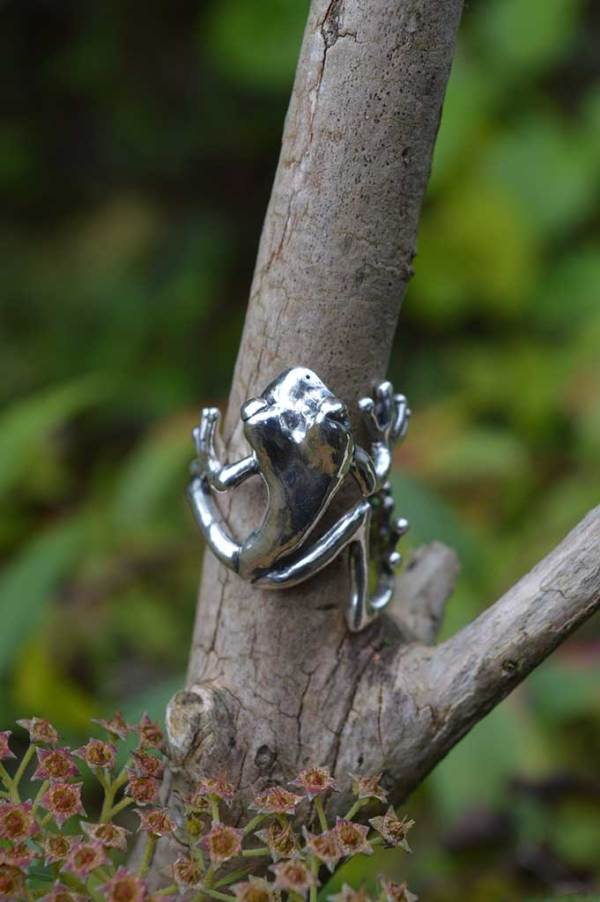 Frog-Ring-2-4---Emma-Keating-Jewellery