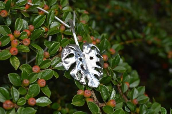 Monstera-Leaf-Pendant-7---Emma-Keating-Jewellery