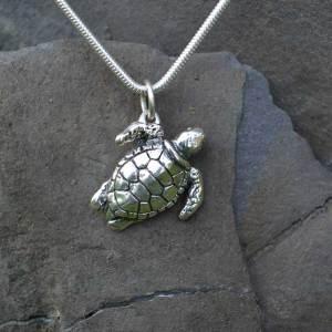 Turtle-Pendant-1---Emma-Keating-Jewellery