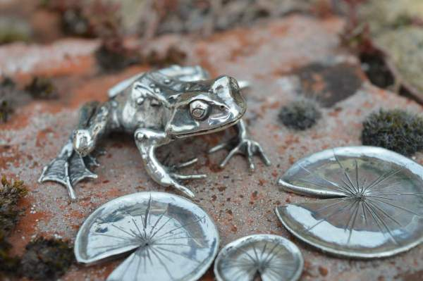 Common Frog & Lilypads L1s - Emma Keating Jewellery