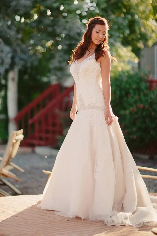 Rustic Farm Wedding Inspiration Shoot | Photo: Cat Mayer Studio | http://emmalinebride.com/bride/rustic-farm-wedding-inspiration/