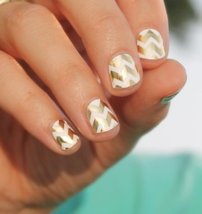 gold-chevron-nail-wraps
