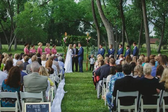 wedding ceremony order of events | http://emmalinebride.com/ceremony/order-events/ | photo: shutterfreek