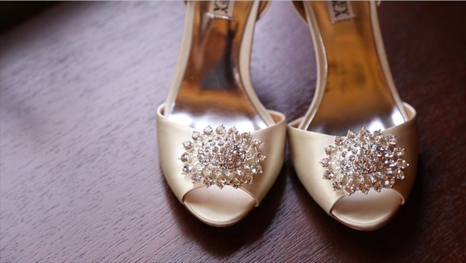 brides gold wedding heels | A Luxurious Wedding at the Kohl Mansion (California Weddings) | http://www.emmalinebride.com/real-weddings/a-luxurious-wedding-at-the-kohl-mansion-real-wedding-video/ | Film (Wedding Video): Baby Blue Film
