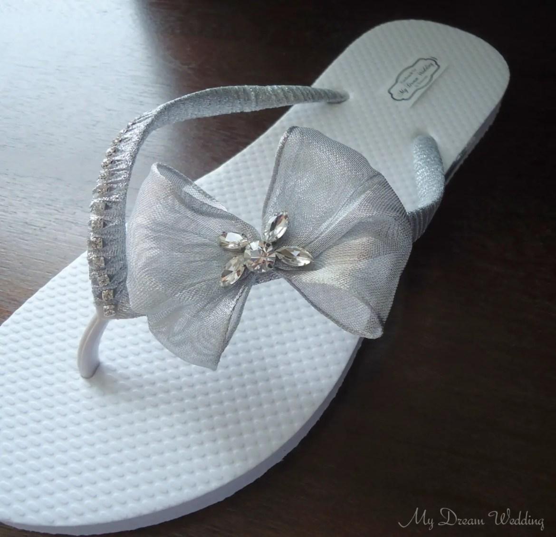 flip flops beach weddings | http://emmalinebride.com/bride/flip-flops-beach-weddings/