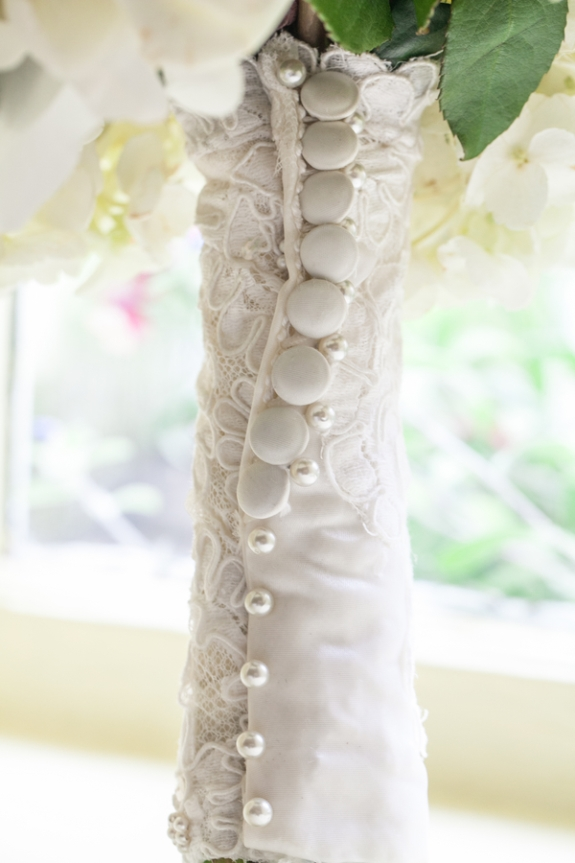 buttons and pearls bouquet wrap | photo: riverland studios | wedding bouquet wraps: http://emmalinebride.com/bouquets/wedding-bouquet-wraps/