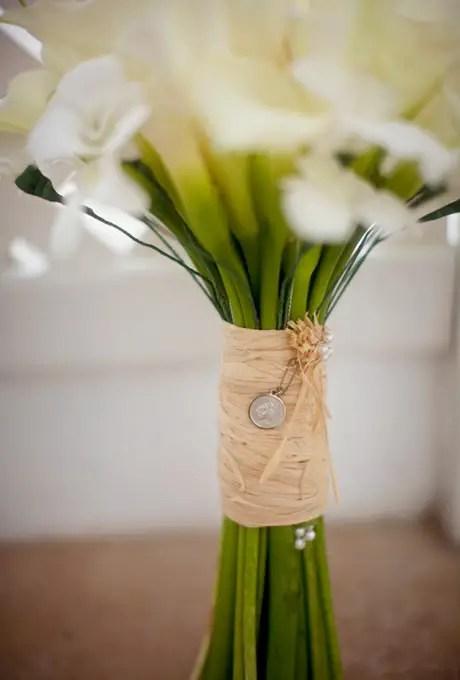 natural bouquet wrap   photo: mat and ash   wedding bouquet wraps: http://emmalinebride.com/bouquets/wedding-bouquet-wraps/