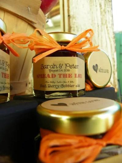 spread the love mini jam jars for wedding favors