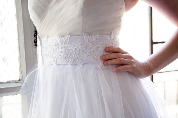 embellished lace belt by OBM Bridal | http://emmalinebride.com/veils/elbow-length-bridal-veil