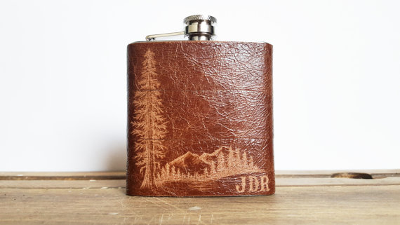 mountain leather flask by hord | via 40+ Best Leather Groomsmen Gifts for Weddings | http://emmalinebride.com/gifts/leather-groomsmen-gifts/