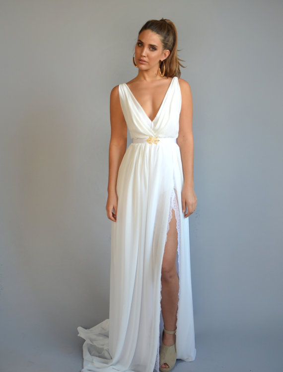 Wedding Reception Dress by Barzelai | via Affordable Reception Dresses - http://emmalinebride.com/bride/affordable-reception-dresses/