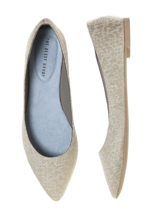 Pointed Brocade Bridal Flats | 21 Wedding Flats That Will Look Beautiful for the Bride - http://emmalinebride.com/bride/wedding-flats-bride/