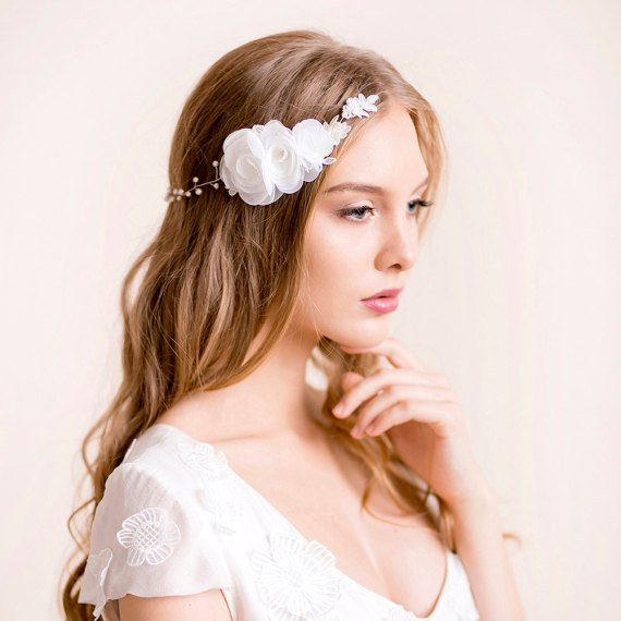 Wedding flower headpieces for wedding | by Florentès | http://emmalinebride.com/bride/flower-headpieces-wedding/