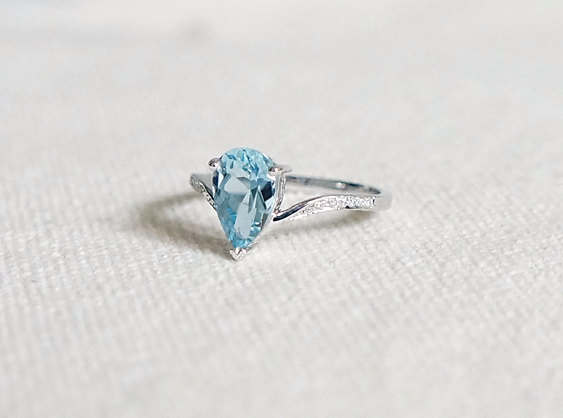 pear-shaped-aquamarine-engagement-ring-by-kabellacustomjewelry
