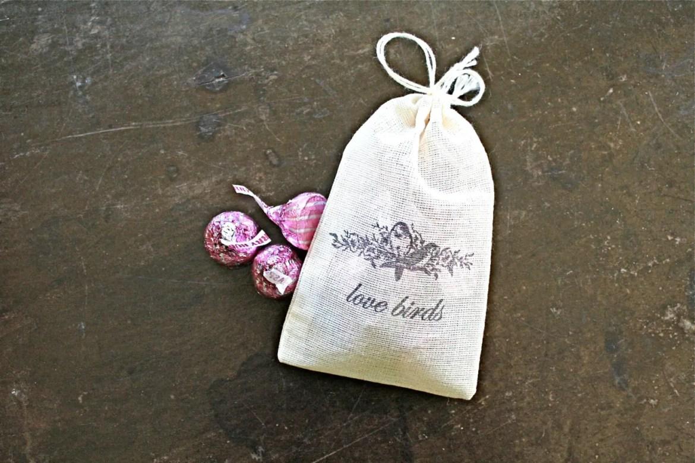 love-birds-muslin-favor-bags