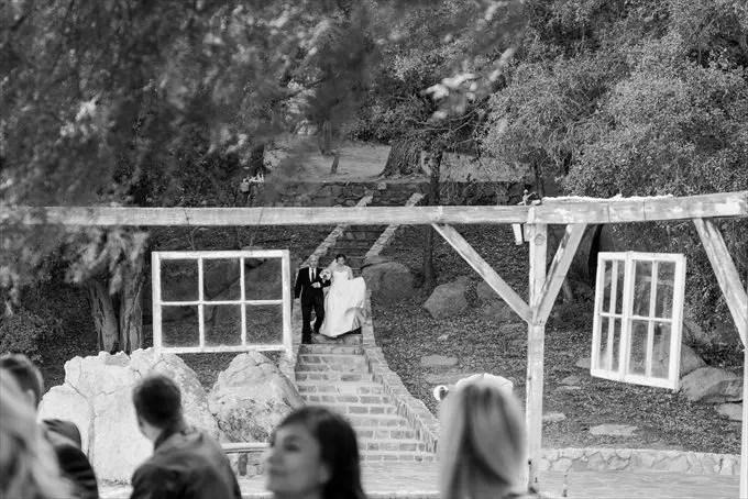 Secluded Garden Estate Wedding - http://emmalinebride.com/real-weddings/a-secluded-garden-estate-wedding-smores-burlap-and-more/   Emma + Josh Photography - California wedding photography
