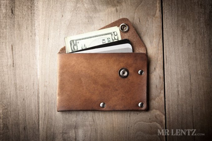 best man gift to groom | wallet by mr lentz | http://emmalinebride.com/gifts/best-man-gift-to-groom/