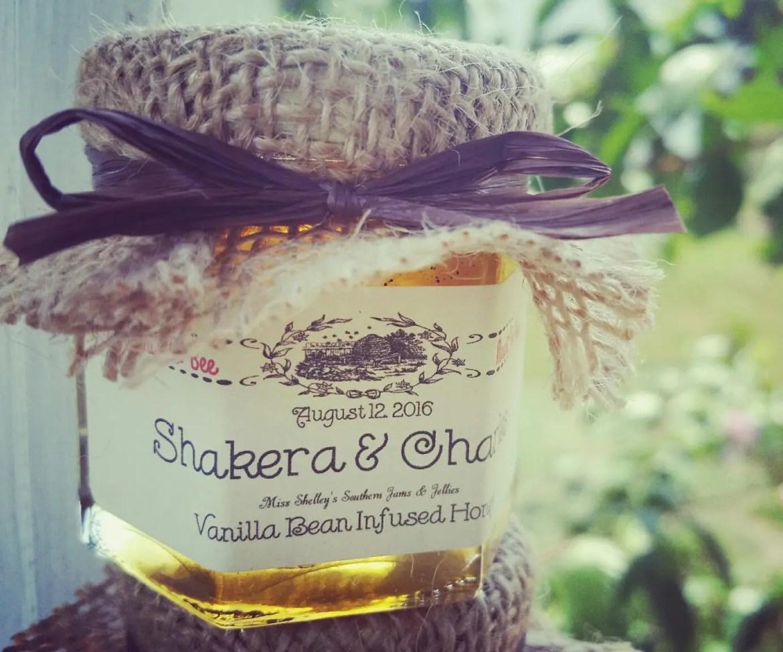honey jars as wedding favors