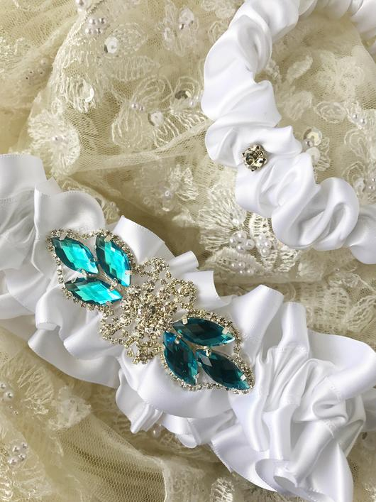 beautiful wedding garters by Knotted & Bent