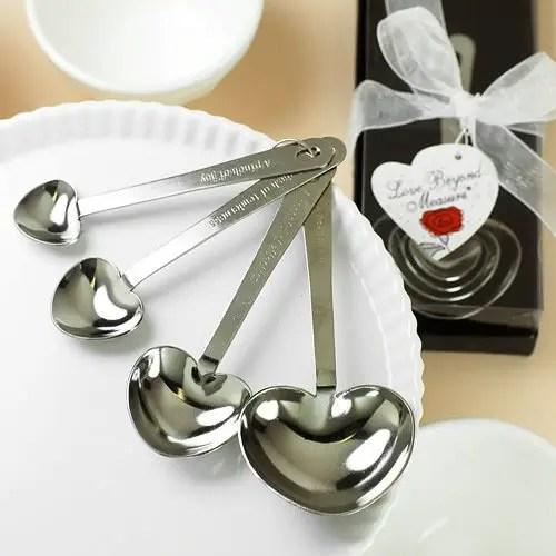 wedding favors ideas - heart-shaped measuring spoons via http://shrsl.com/153vj