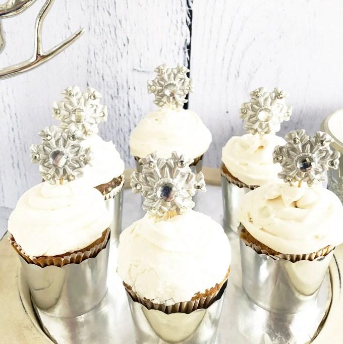 winter wedding cupcakes