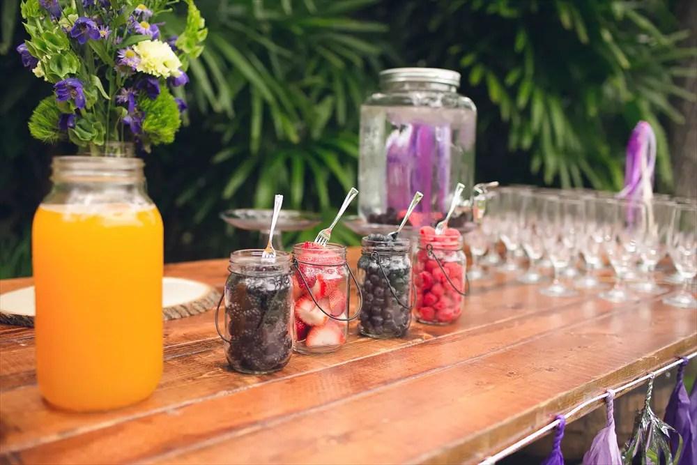 Mason jar mimosa bar set up | Rustic Glam Bridal Shower | styled: adore amor event planning, photo: little blue bird photography | http://emmalinebride.com/shower/rustic-glam-bridal-shower/