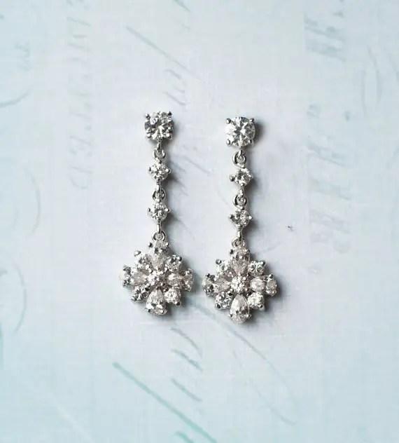 Flower style drop earrings | vintage bridal earrings | http://emmalinebride.com/bride/vintage-inspired-bridal-earrings