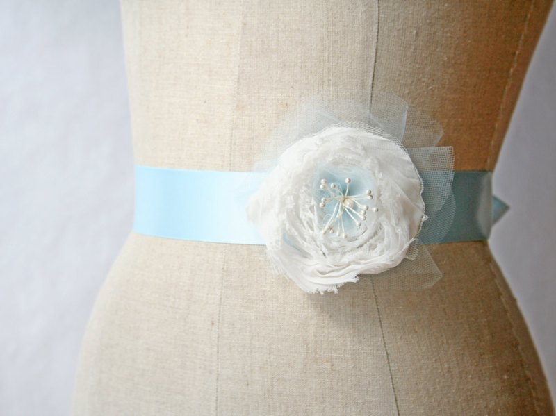 blue dress sash | something blue ideas for bride - http://emmalinebride.com/planning/something-blue-ideas-for-bride/