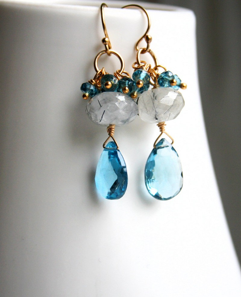 blue wedding earrings | something blue ideas for bride - http://emmalinebride.com/planning/something-blue-ideas-for-bride/